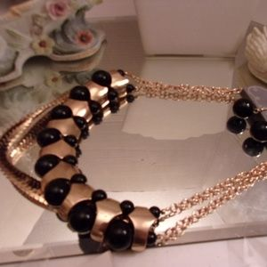 Nwts Fabulous layered necklace. M23-4